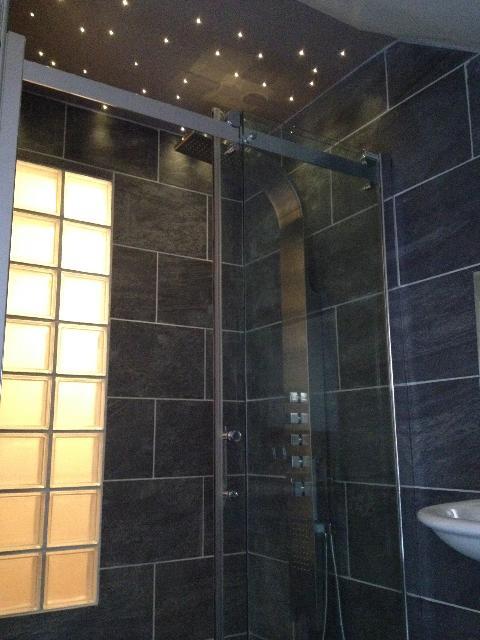 Docteur house le g n raliste pour les soins for Eclairage douche italienne